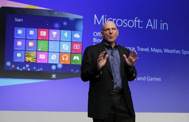 Steve Ballmer, CEO da Microsoft, fala sobre o lançamento do Windows 8 em evento em Nova York (Foto: Lucas Jackson/Reuters)
