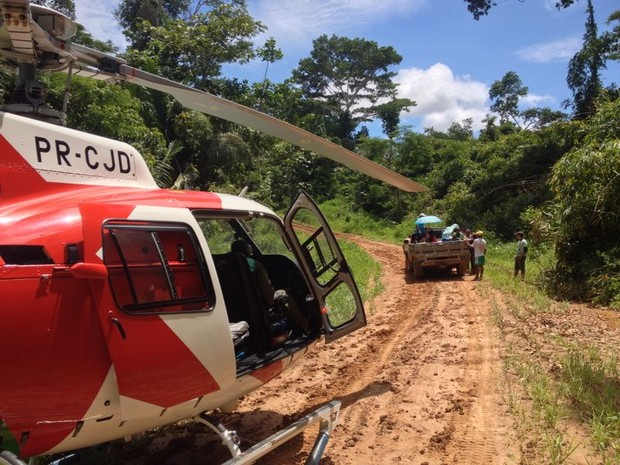 Mãe e filho são resgatados em um helicóptero e levados para a matenidade (Foto: Divulgação/Ciopae)