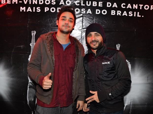 Os humoristas Eduardo Sterblitch e Daniel Peixoto, o Alfinete, em boate em São Paulo (Foto: Caio Duran/ Ag. News)