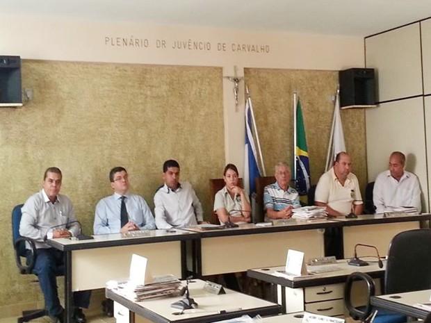Vereadores e funcionários que fizeram a licitação  (Foto: Anna Lúcia Silva/ G1)