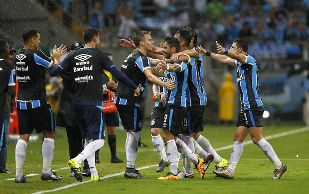 Gol Henrique Almeida Grêmio grupo elenco comemoração