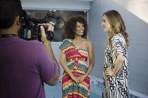 Isabel Fillardis e Ana Furtado gravam série com mulheres de 40 anos para o 'Fantástico' (Foto: Raphael Dias/TV Globo)