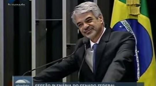 O baixinho atrevido: Humberto Costa, senador (Foto: Reprodução / YouTube)
