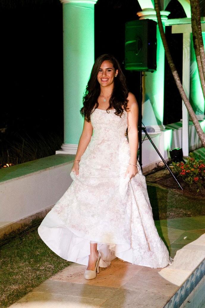 Lívian Aragão com o vestido branco clássico (Foto: Arquivo Pessoal)