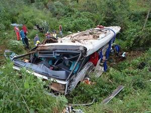 Local do acidente dificultou atuação do socorro às vítimas (Foto: Matheus Gustavo Imhoff/Rádio Porto Feliz)