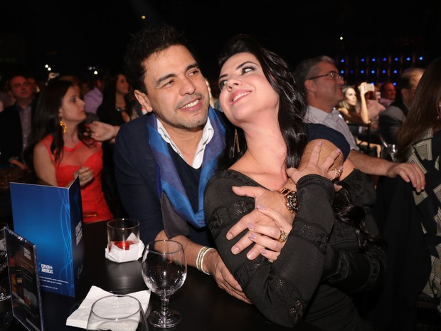 Zezé Di Camargo com a namorada, Graciele Lacerda, em show em São Paulo (Foto: Fred Pontes/ Divulgação)