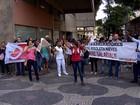 Servidores do Risoleta Neves fazem protesto em frente ao TRT, em BH