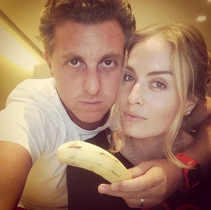 Luciano Huck e Angelica apoiam Daniel Alves, banana, racismo