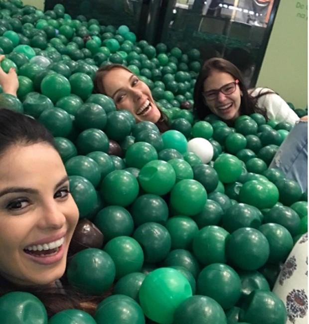 Sthefany Brito se diverte com as amigas Fran Fischer e Karen Marinho (Foto: Reprodução/Instagram)
