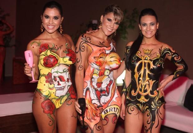 Modelos com pintura corporal  (Foto: Leo Franco/AgNews)