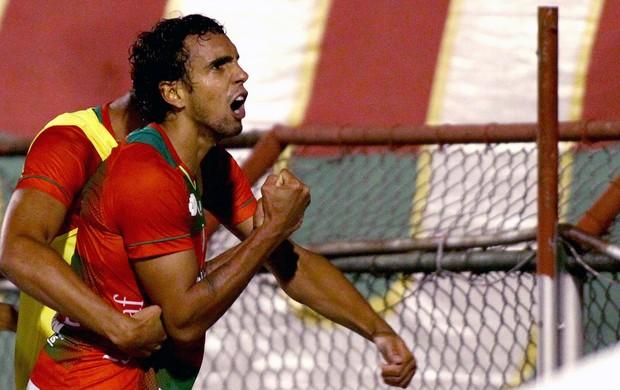 Diogo comemoração gol Portuguesa contra Fluminense (Foto: Marcos Bezerra / Futura Press)