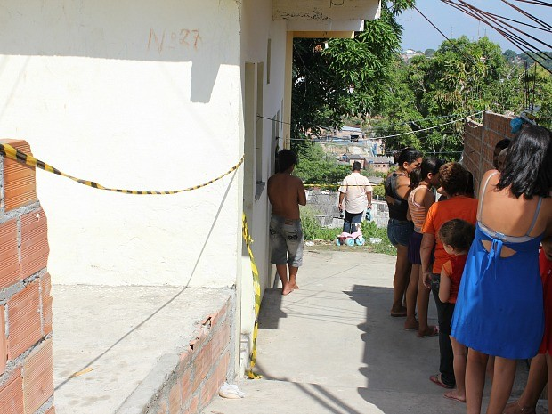 Corpos foram encontrados no quarto onde as vítimas moravam (Foto: Romulo de Sousa/G1 AM)