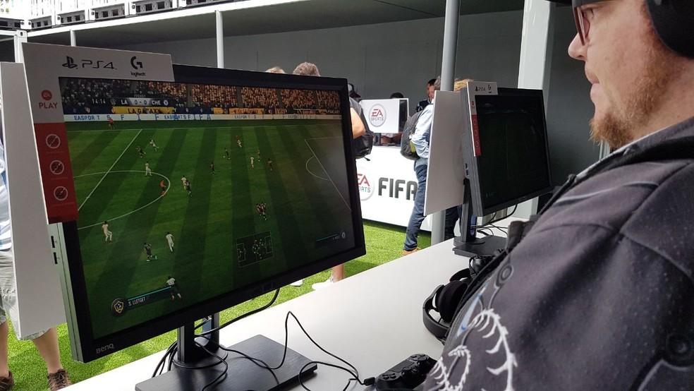 FIFA 18 estava disponível para testes no EA Play (Foto: Viviane Werneck / TechTudo)
