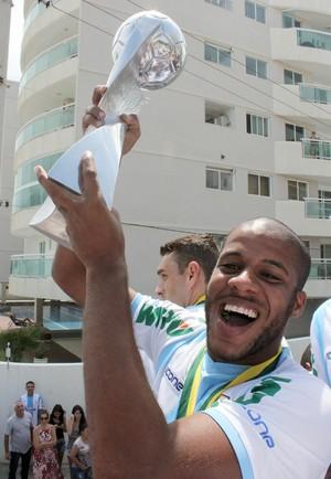 Tiago Pedra comemora título do macaé (Foto: Tiago Ferreira)