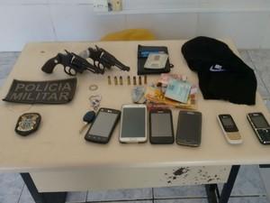 Material apreendido com suspeitos na Bahia (Foto: Giro em Ipiaú)