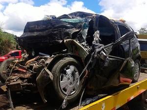 Quatro ocupantes do carro de passeio morreram na hora (Foto: Jackson Andrade / Arquivo Pessoal)