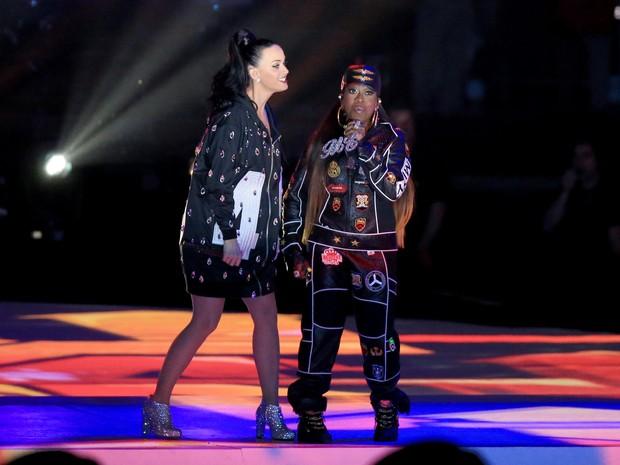 Katy Perry canta com Missy Elliott no Super Bowl em Glendale, no Arizona, nos Estados Unidos (Foto: Christopher Polk/ Getty Images/ AFP)