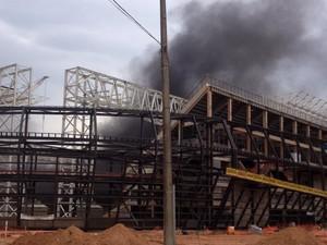 Fogo atinge a Arena Pantanal em Cuiabá (Foto: Inaián Souza/Arquivo pessoal)