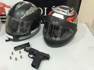 A arma encontrada estava com a numeração raspada (Foto: Mariane Peres/G1)