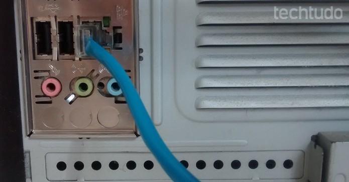 Conectar o aparelho diretamente no modem pode ser uma solução quando o problema é o fio (Foto: Raquel Feire/TechTudo)