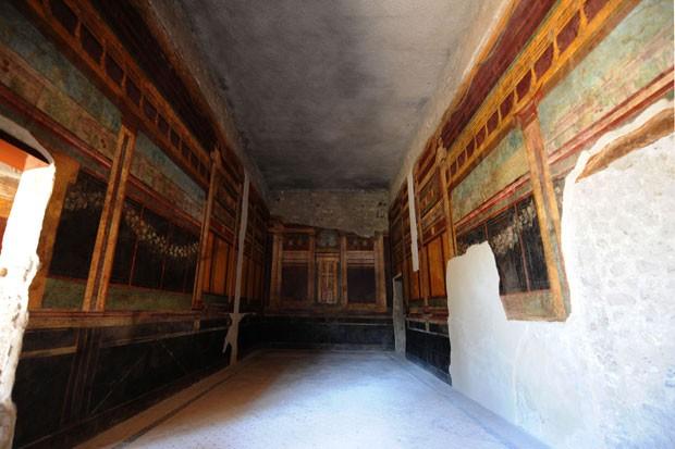 Um dos ambientes da residência em Pompeia (Foto: Mario Laporta/AFP)