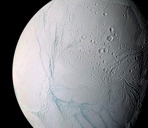 Cientistas descobrem um oceano em uma das luas de Saturno