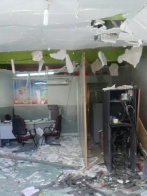 Posto ficou completamente destruído na ação do grupo criminoso  (Foto: Silvia Torres/TV Cabo Branco)