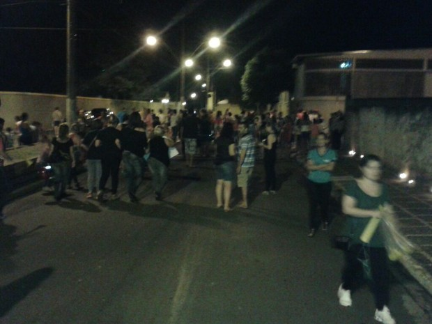 Moradores se manifestaram contra soterramento (Foto: Alex Parente / arquivo pessoal)
