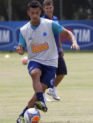 volante Henrique Cruzeiro (Foto: Washington Alves / Light Press)