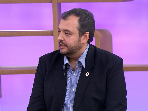 O especialista Marcello Bossois tira as dúvidas do público sobre alergias respiratórias (Foto: Globo)