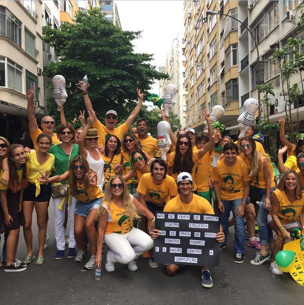 Susana Vieira e Márcio Garcia participam de protesto (Foto: Reprodução/Instagram)