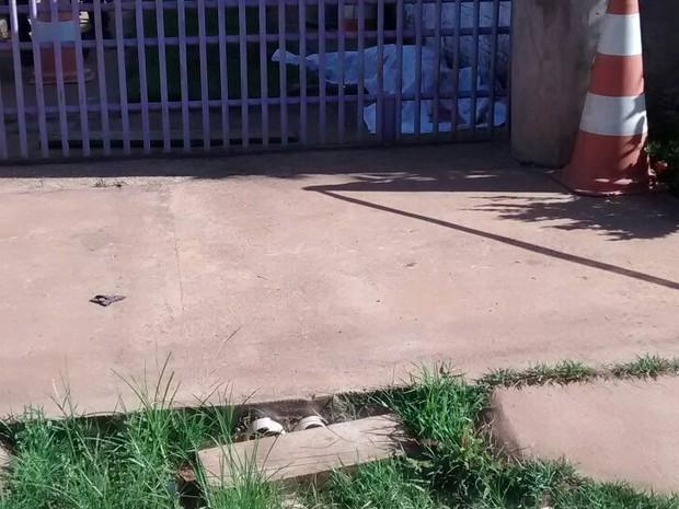 Familiares contaram que após o crime , o suspeito fugiu do local de carro. (Foto: G1/RO)