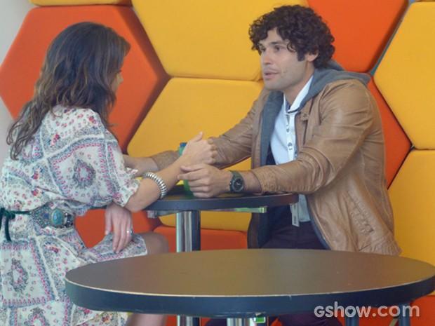 Arthur tenta conquistar Manu (Foto: Geração Brasil/ TV Globo)