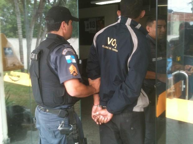 O suspeito foi encaminhado para a 146ª DP de Campos. (Foto: Intertv/Divulgação)