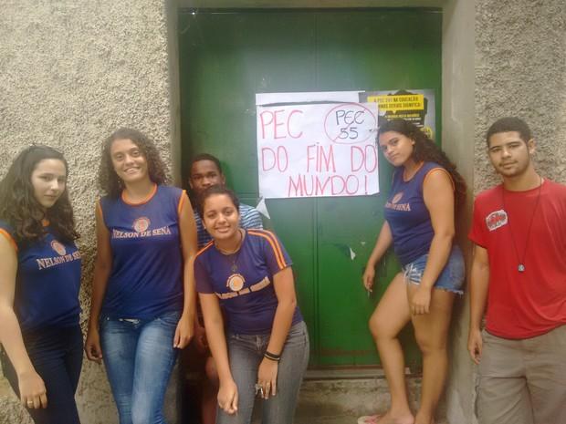 Alunos ocupam escola em Governador Valadares, em protesto à PEC 55 (Foto: Zana Ferreira/G1)