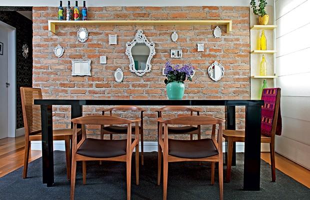 Se precisar de mais espaço na casa, empurre a mesa de jantar na parede! Isso também vale para outros móveis da casa (Foto: Marcelo Magnani/Editora Globo)