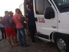 Universitários de Campo Alegre, AL, cobram vagas em vans estudantis