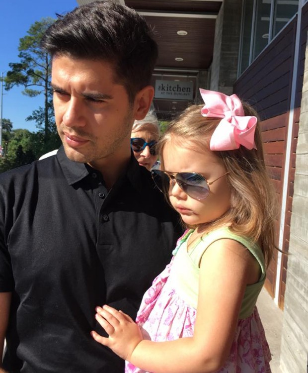 Yuri Xavier e a filha mais velha, Juliana (Foto: Reprodução/Facebook)