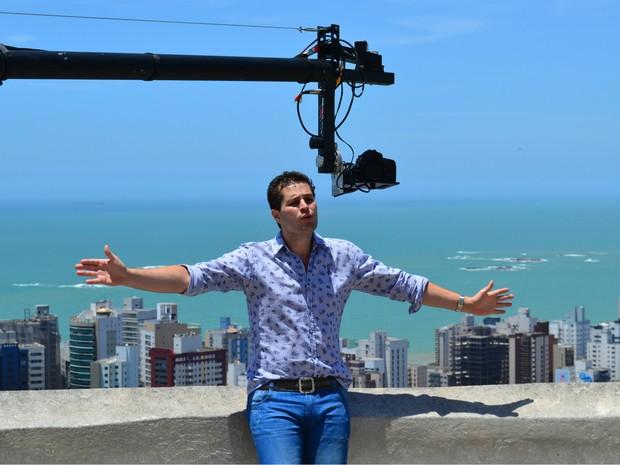 Pedro Leonardo gravou clipe no Convento da Penha, em Vila Velha (Foto: Juliana Borges/G1 ES)