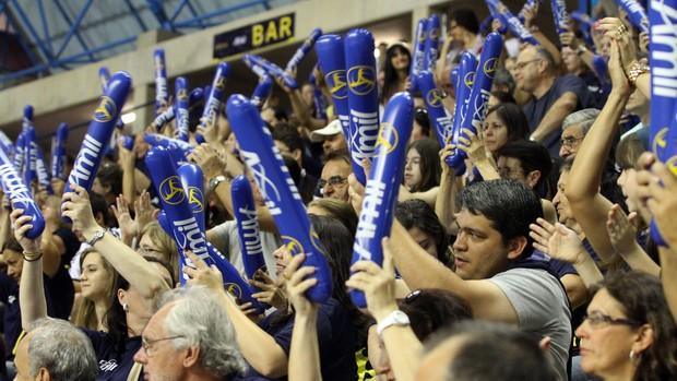 Torcida acompanha a vitória do Campinas sobre o São Caetano (Foto: Felipe Christ / Amil)