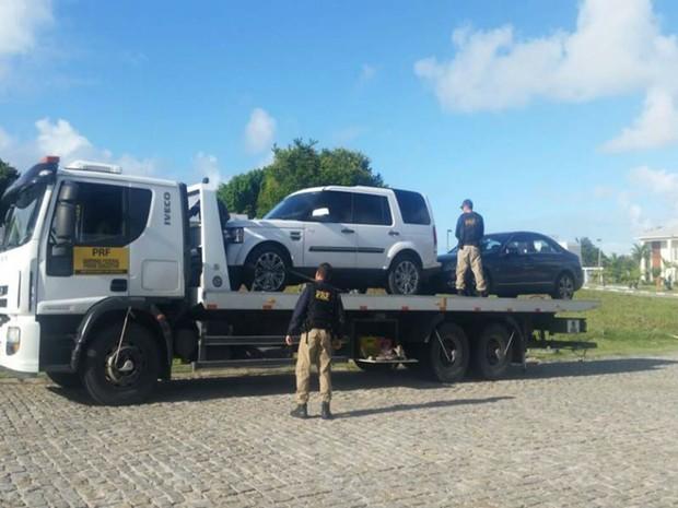 São cumpridos oito mandados de condução coercitiva em Salvador, Lauro de Freitas e Camaçari nesta terça-feira (6) (Foto: Divulgação / Polícia Rodoviária Federal )