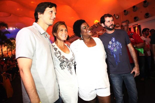 Vladimir Brichta, Cacau Protásio e Adriana Esteves (Foto: Iwi Onodera / EGO)
