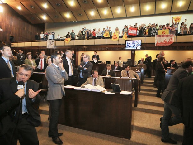 Professores assistiram à sessão na Assembleia (Foto: Galileu Oldenburg/Agência ALRS)