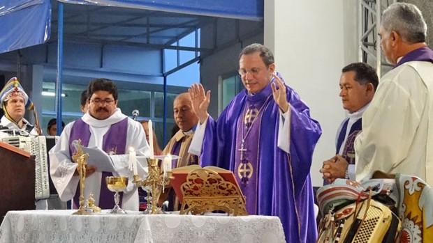 Missa em homenagem ao centenário de Gonzagão encanta público em Exu (Luna Markman/G1)