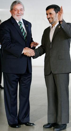 Lula e Ahmadinejad, em Brasília (Foto: : Adriano Machado/LatinContent/Getty Images)