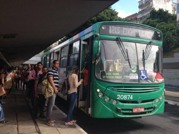 Ônibus coletivos voltam a circular em Salvador, após paralisação dos rodoviários (Foto: Juliana Almirante/G1 Bahia)