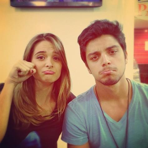 Juliana Paiva e Rodrigo SImas nos bastidores da gravação (Foto: Reprodução)