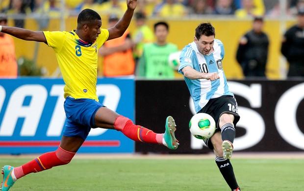 Messi jogo Argentina contra Equador (Foto: Reuters)