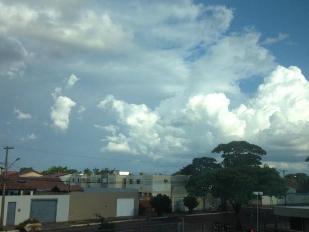 Céu de Campo Grande na tarde deste domingo (1) (Foto: Ronie Cruz/G1 MS)