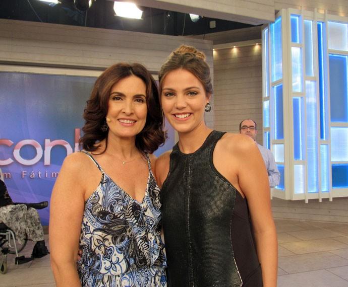 A apresentadora com a atriz Pâmela Tomé  (Foto: Priscilla Massena/Gshow)